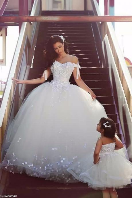 New Princess Long Wedding Dress 2016 Sweetheart Neck Ball Gown Chapel Train Appliques Tulle New Long Bridal Gowns With Bow
